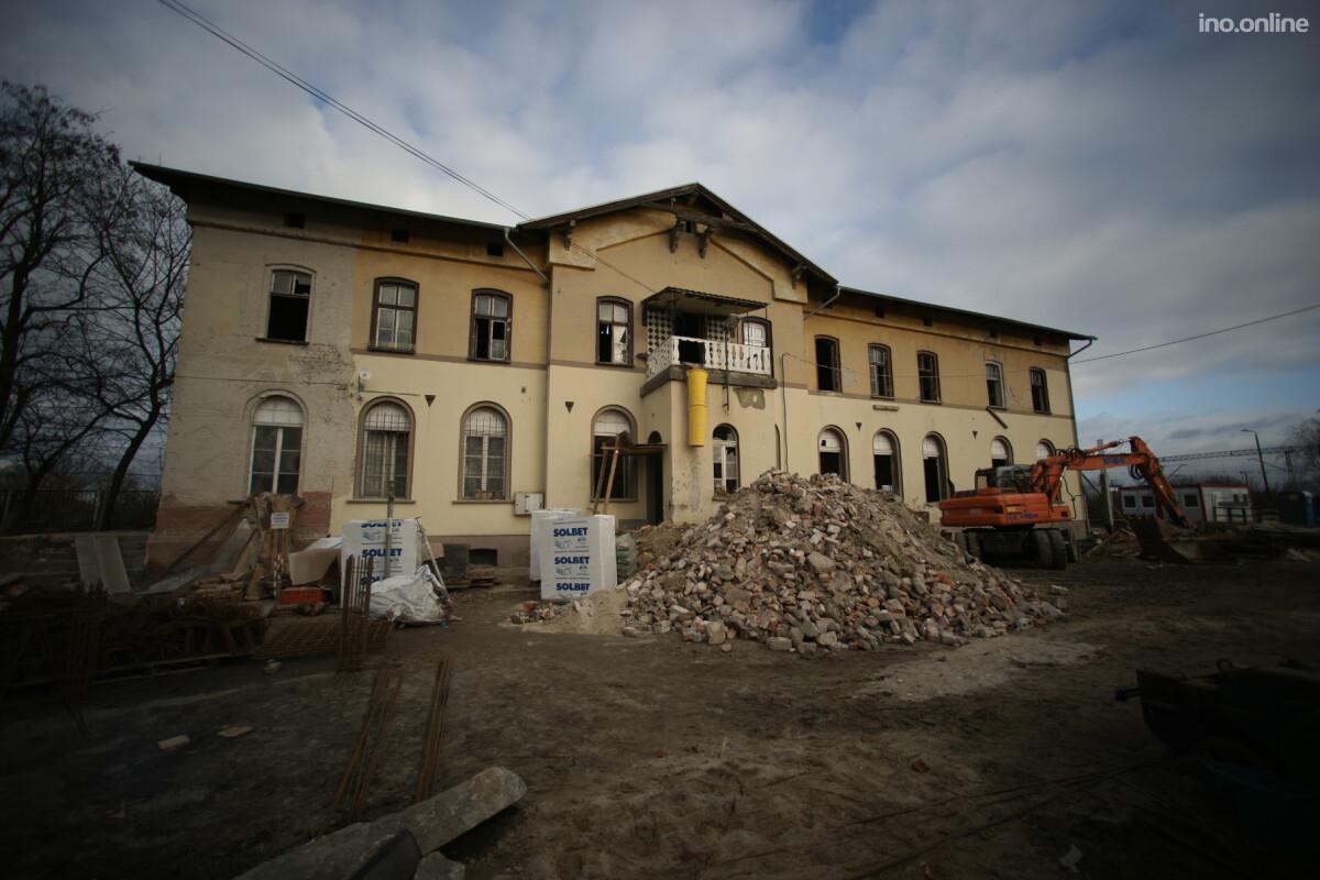 Złotniki Kujawskie - w trakcie prac budowlanych - na zewnątrz