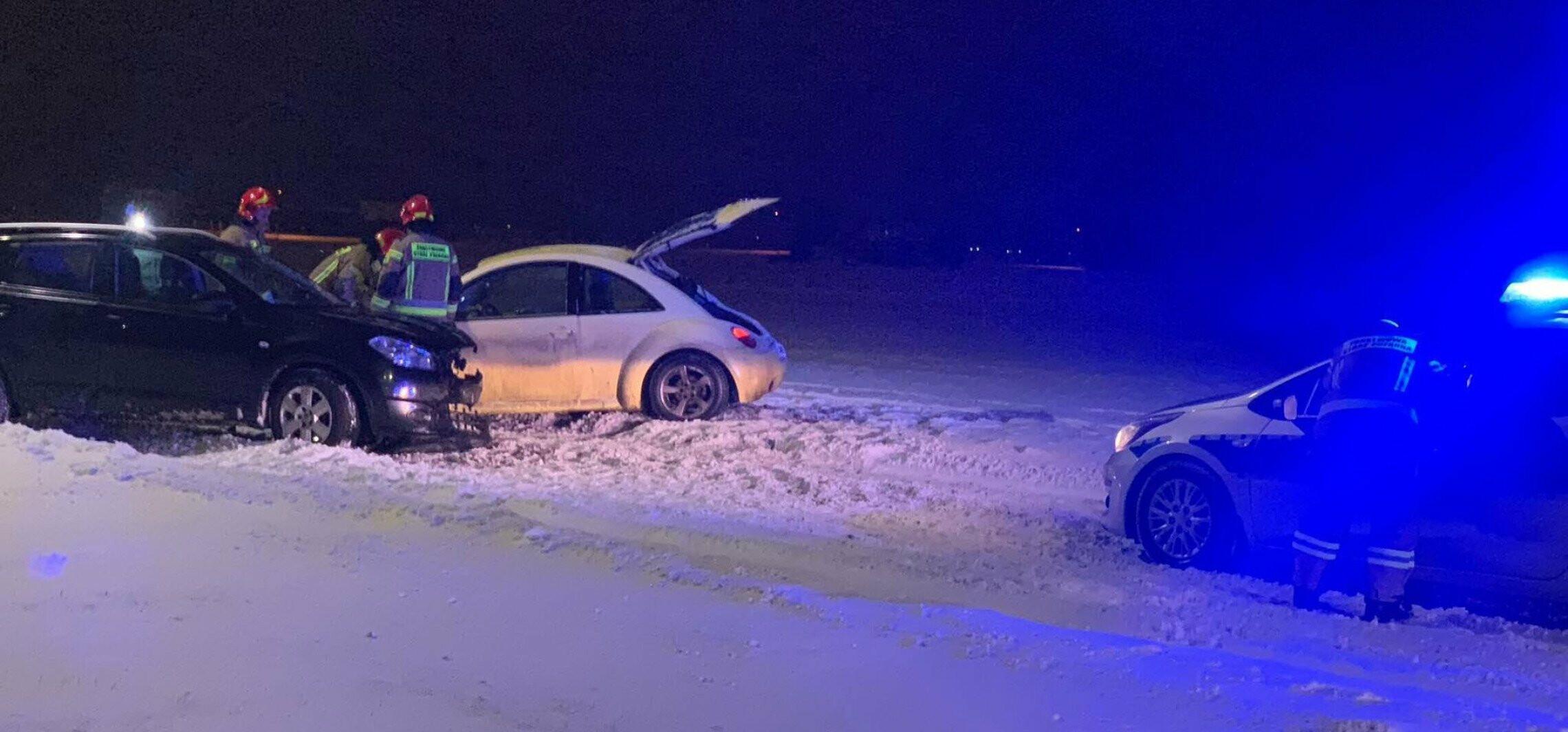 Śnieg na jezdni i kolizja na łączniku