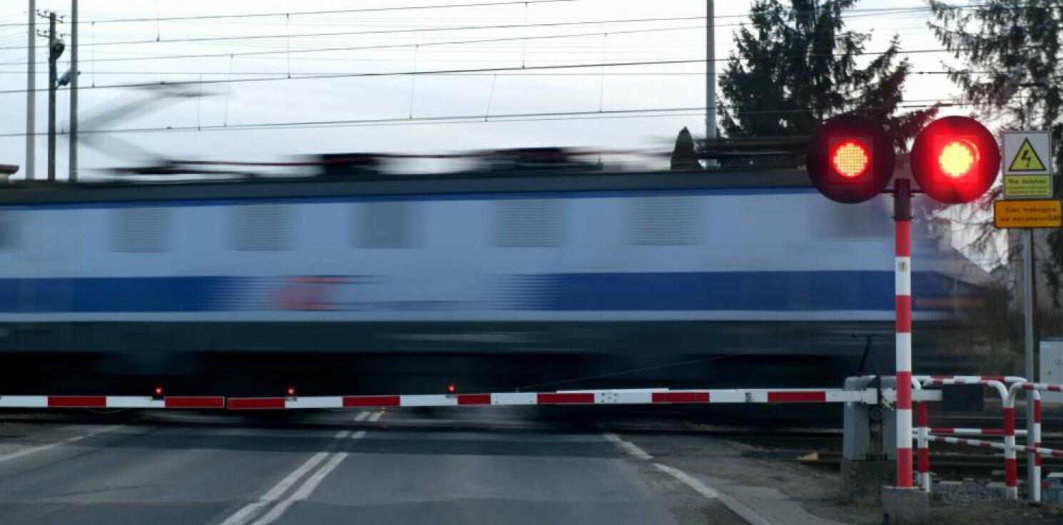 Kraj - PKP: w 2020 r. mniej wypadków na przejazdach kolejowo-drogowych