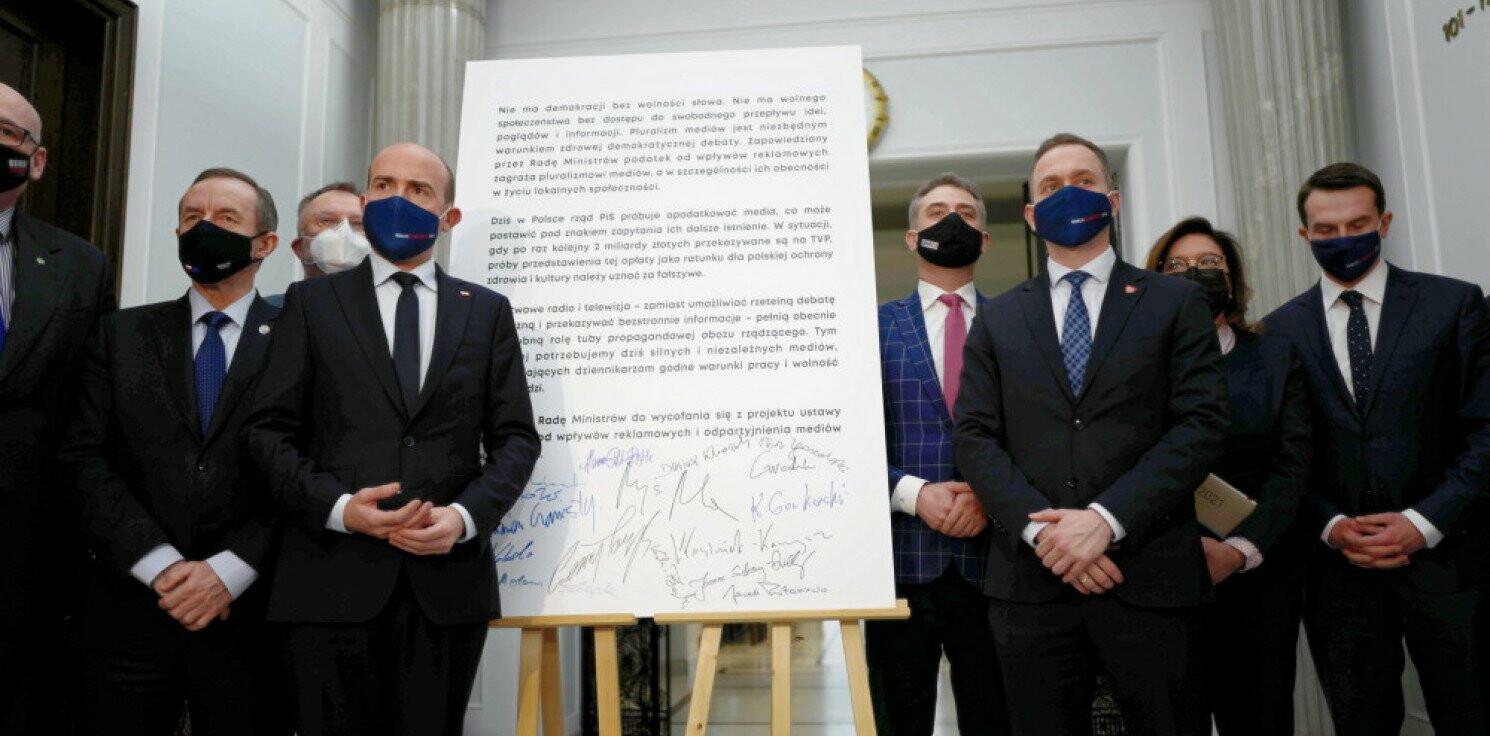 Kraj - Opozycja we wspólnej deklaracji wzywa rząd do wycofania się z projektu ws. podatku od reklam