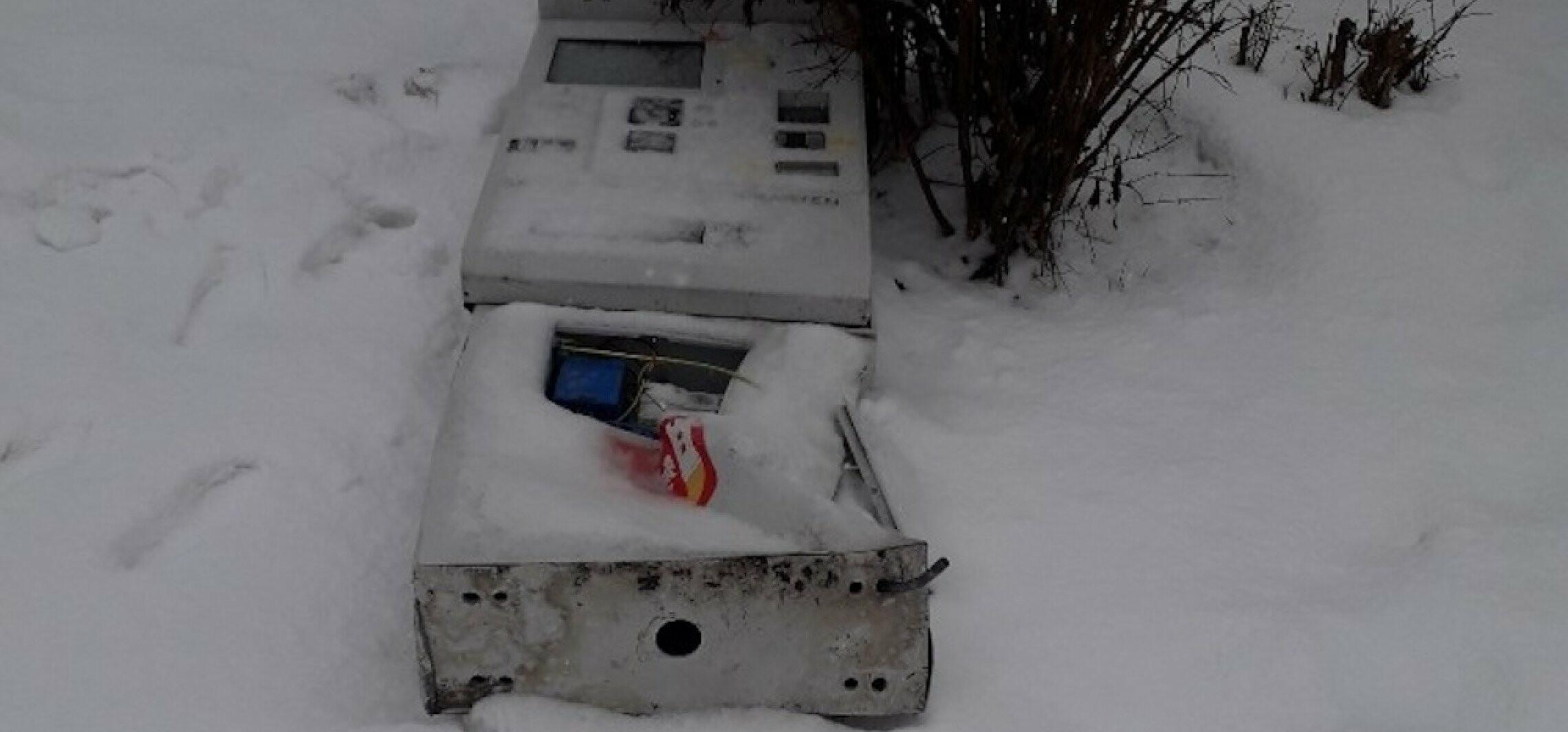 Staranowany przez auto biletomat do naprawy