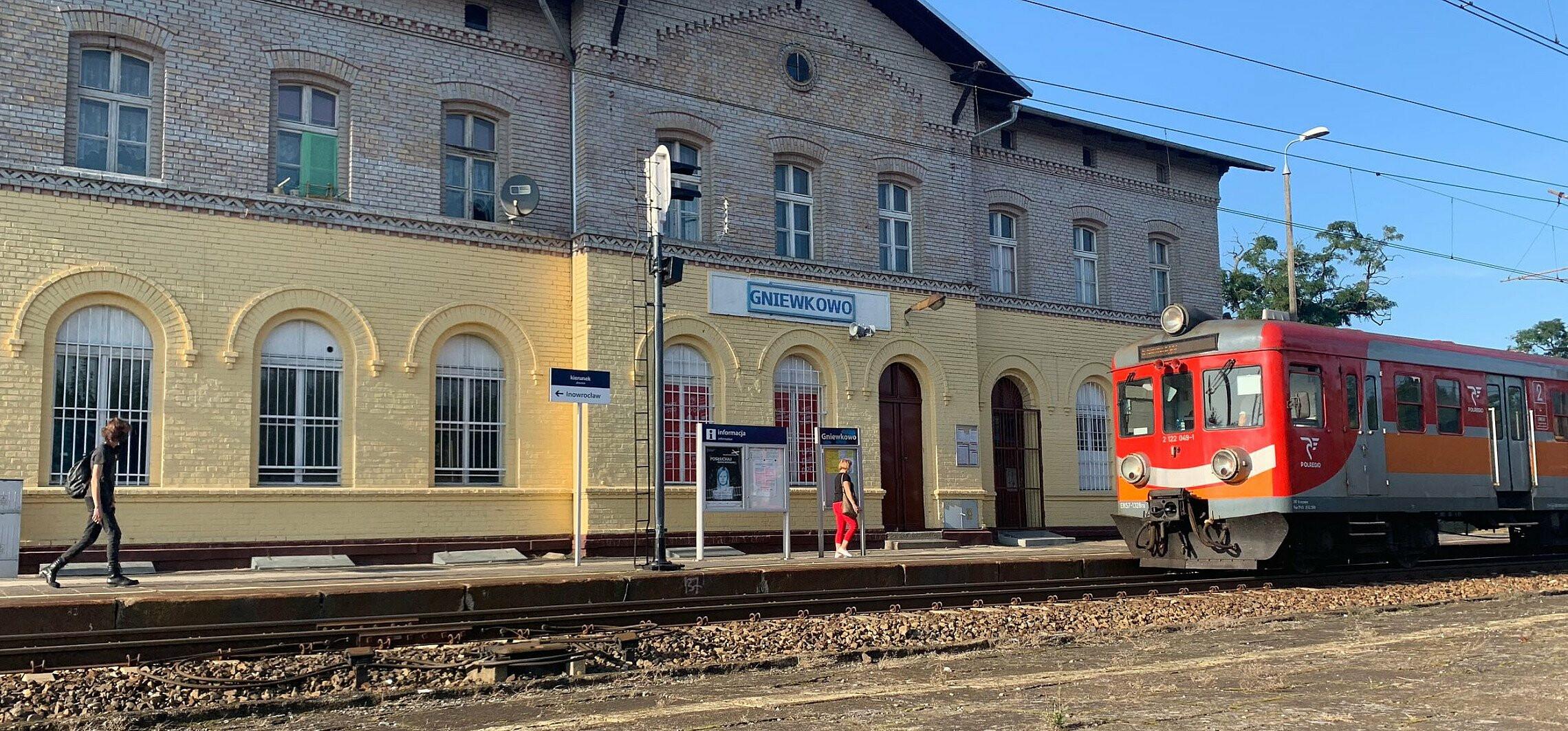 Region - Nowe perony na linii kolejowej do Torunia