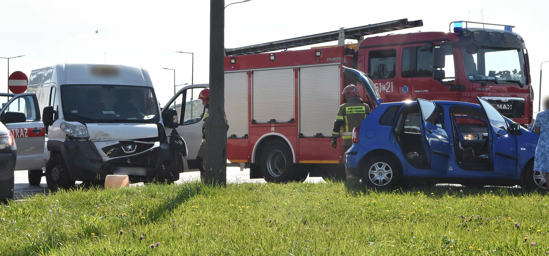Inowrocław - Zderzenie trzech aut na Rąbinie. Są poszkodowani