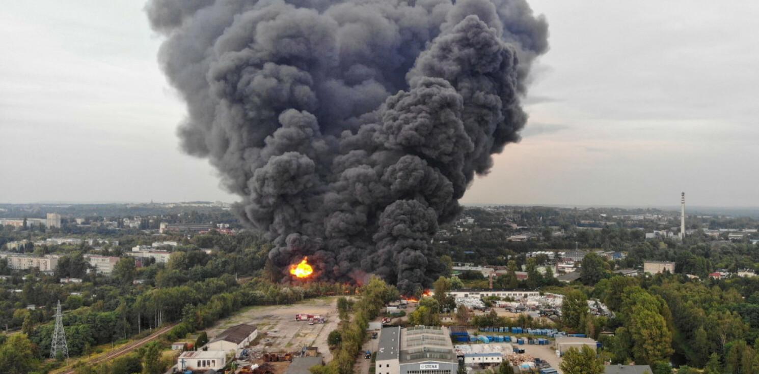 Kraj - PSP: pożar w rejonie składowiska odpadów w Sosnowcu nieopanowany